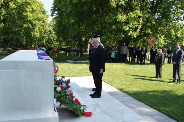 Ambassador Ritchie at the wreath ceremony at the Anzac Day service in 2014