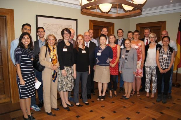 Gruppenfoto, Botschafter mit ehemaligen australischen Humboldt-Stipendiaten