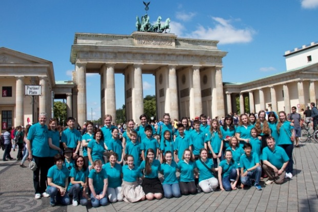 Group photo of the Melbourne String Ensemble in front of the Brandenburg gate.
